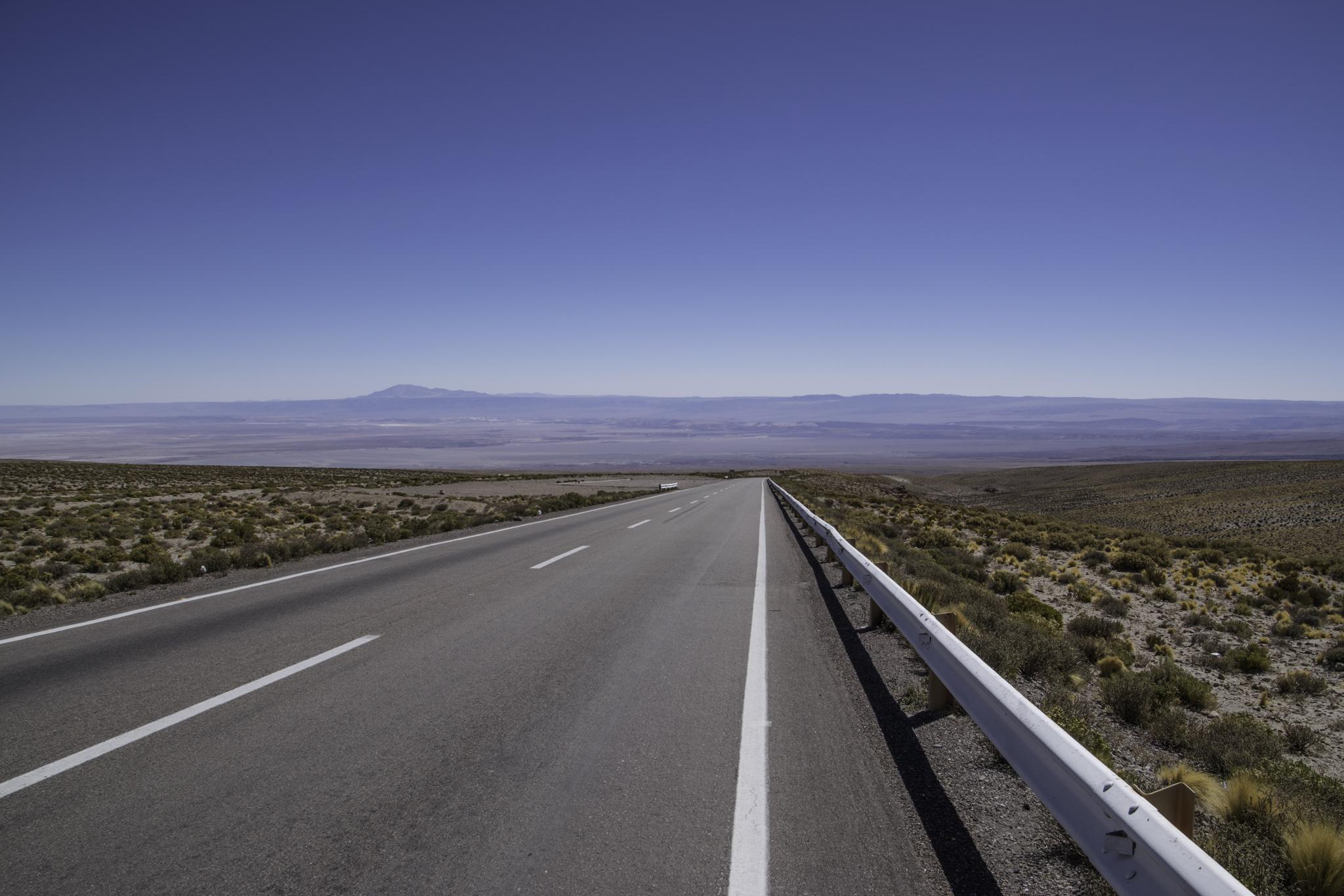 Abfahrt von 4650 m.ü.M. runter in die  warme Atacama-Wüste auf gut 2000 m.ü.M.
