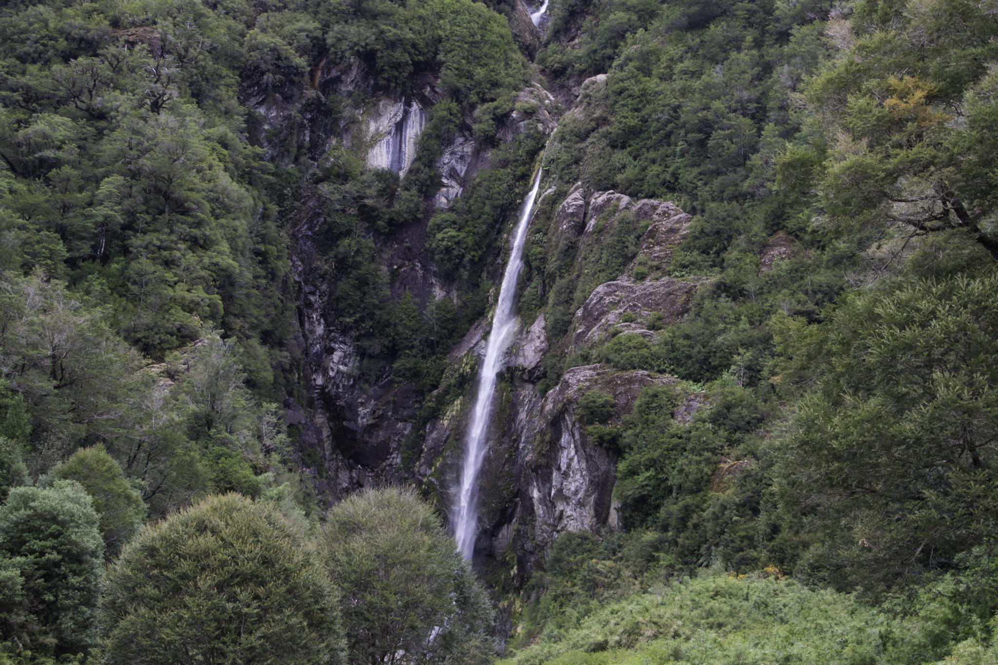 Einer der vielen spektakulären Wasserfälle