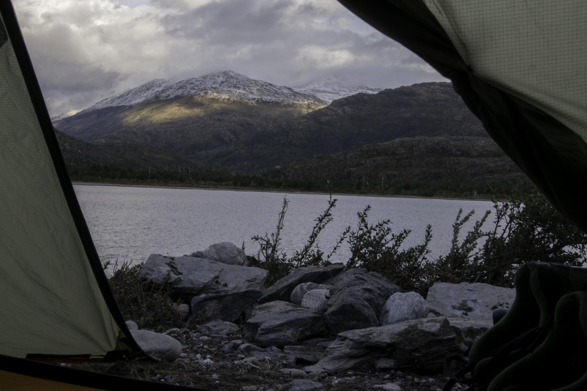 Zelten an einem kleinen See