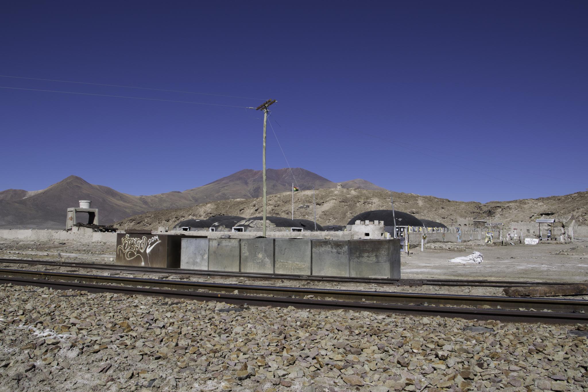 Wasservorrat für die nächsten zwei Tage auffüllen - aus den Blechtonnen beim Militärstützpunkt Chiguana