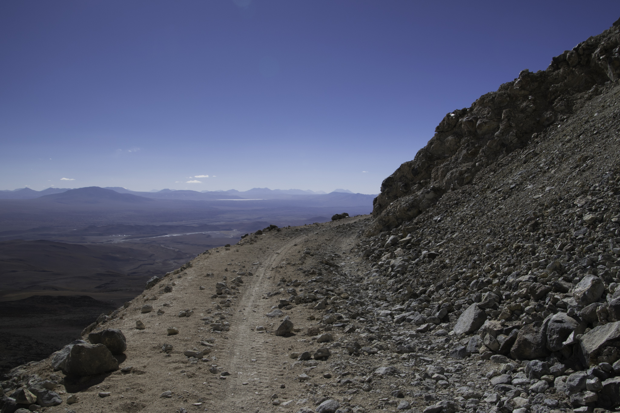 Eine der weltweit höchsten Strassen auf rund 5700 m.ü.M.