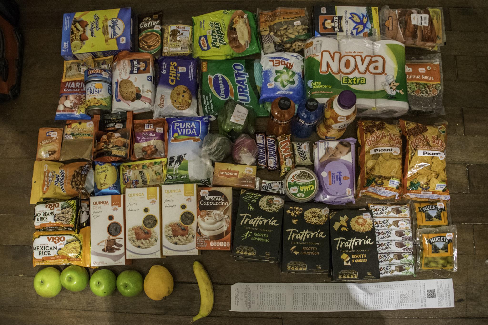 Hamsterkauf vor der Weiterfahrt in einem der wenigen Supermärkte Boliviens