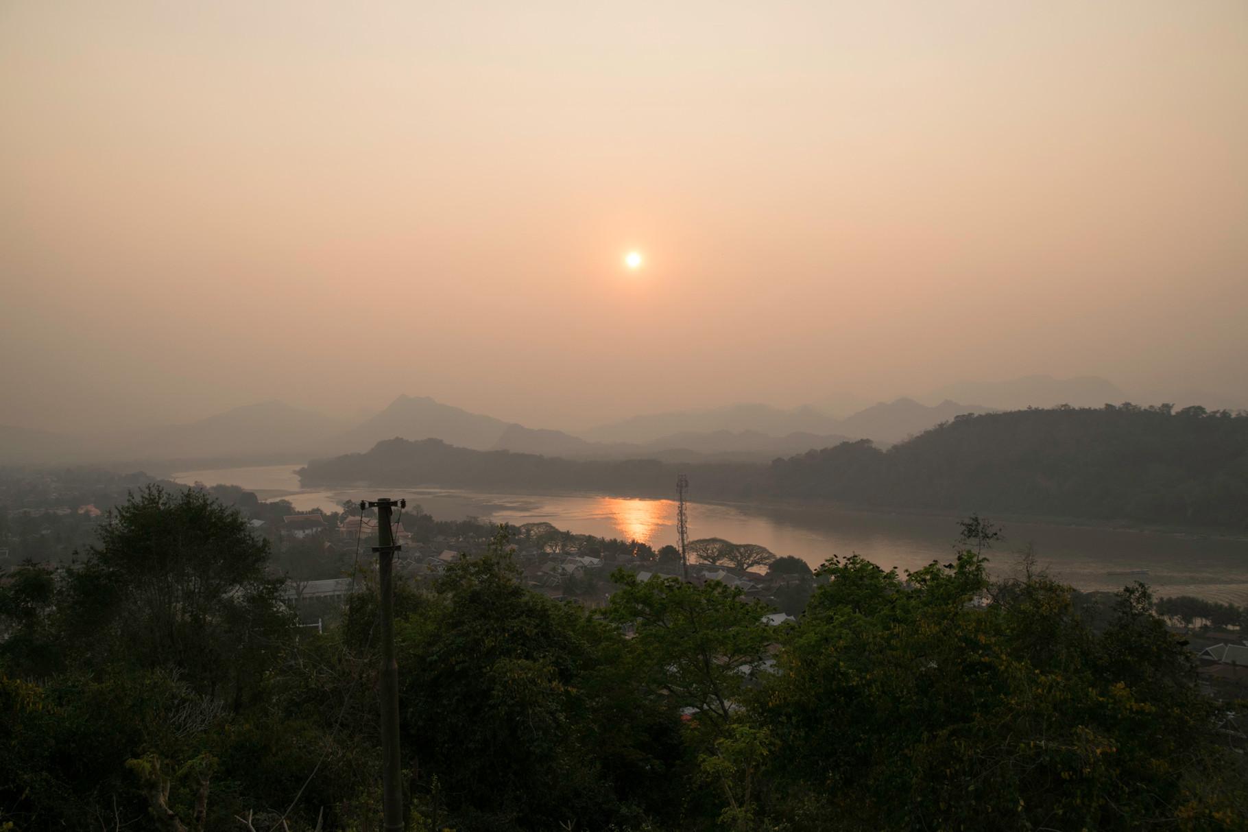 Sonnenuntergang auf dem Tempelberg von Luang Prabang