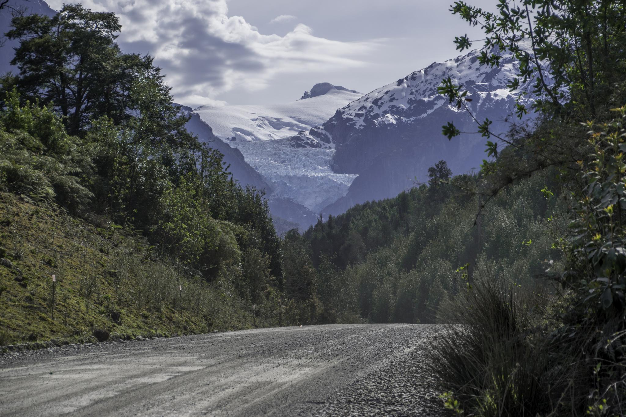 Carretera Austral mit Blick auf Gletscher - per Mausklick könnt ihr zoomen