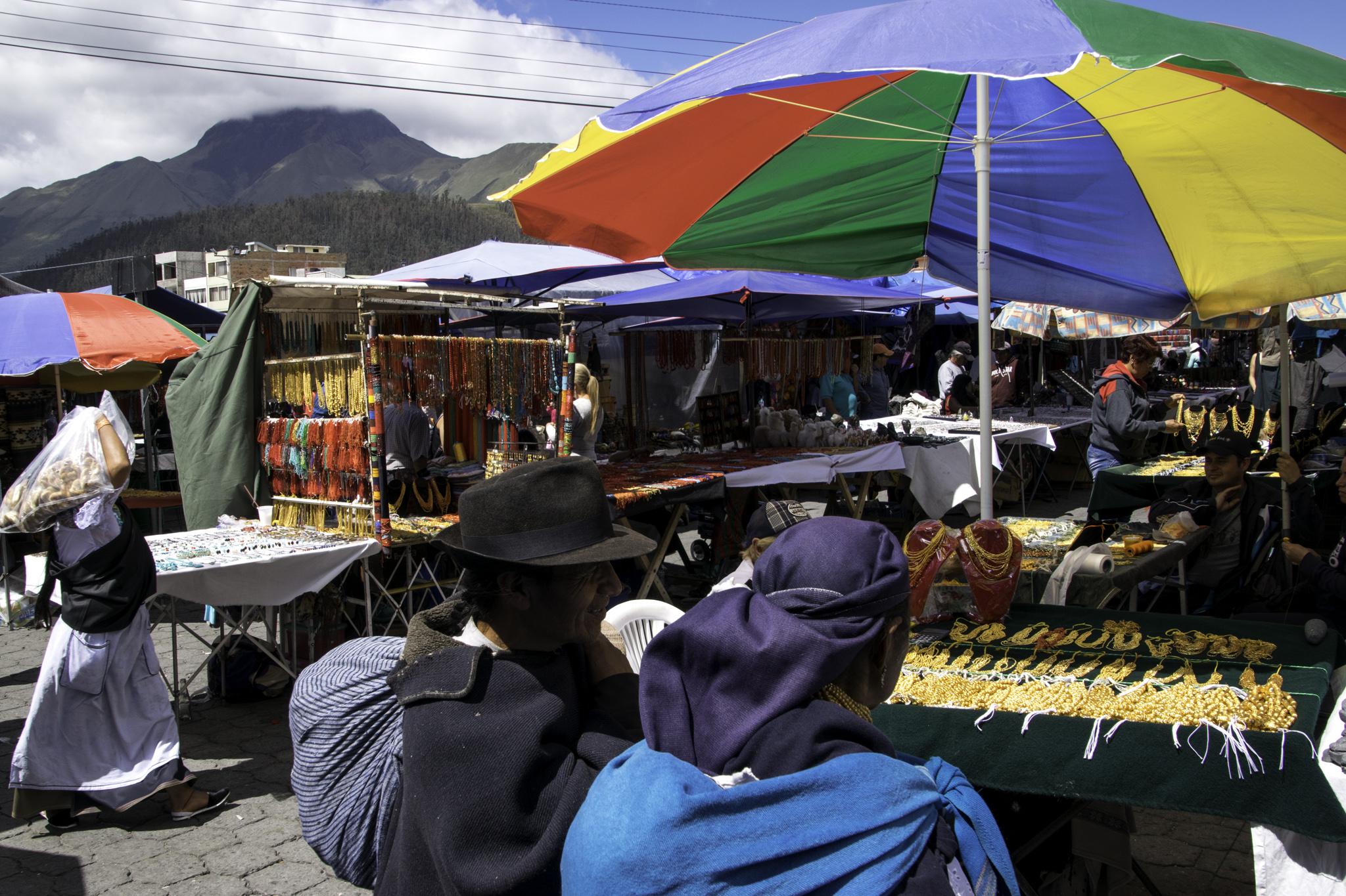 Berühmter Markt in Otavalo, im Norden von Quito