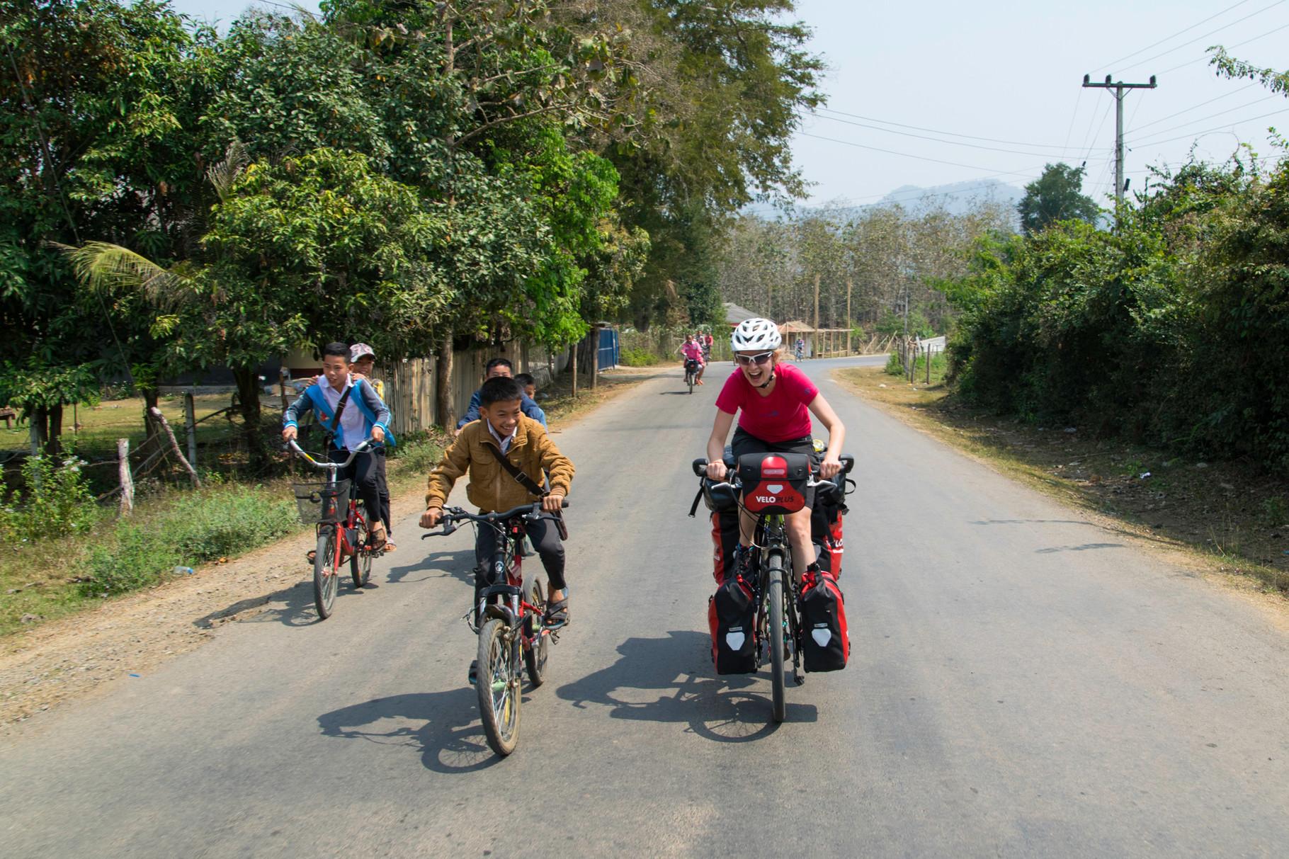Rennen mit einem Dorfjungen