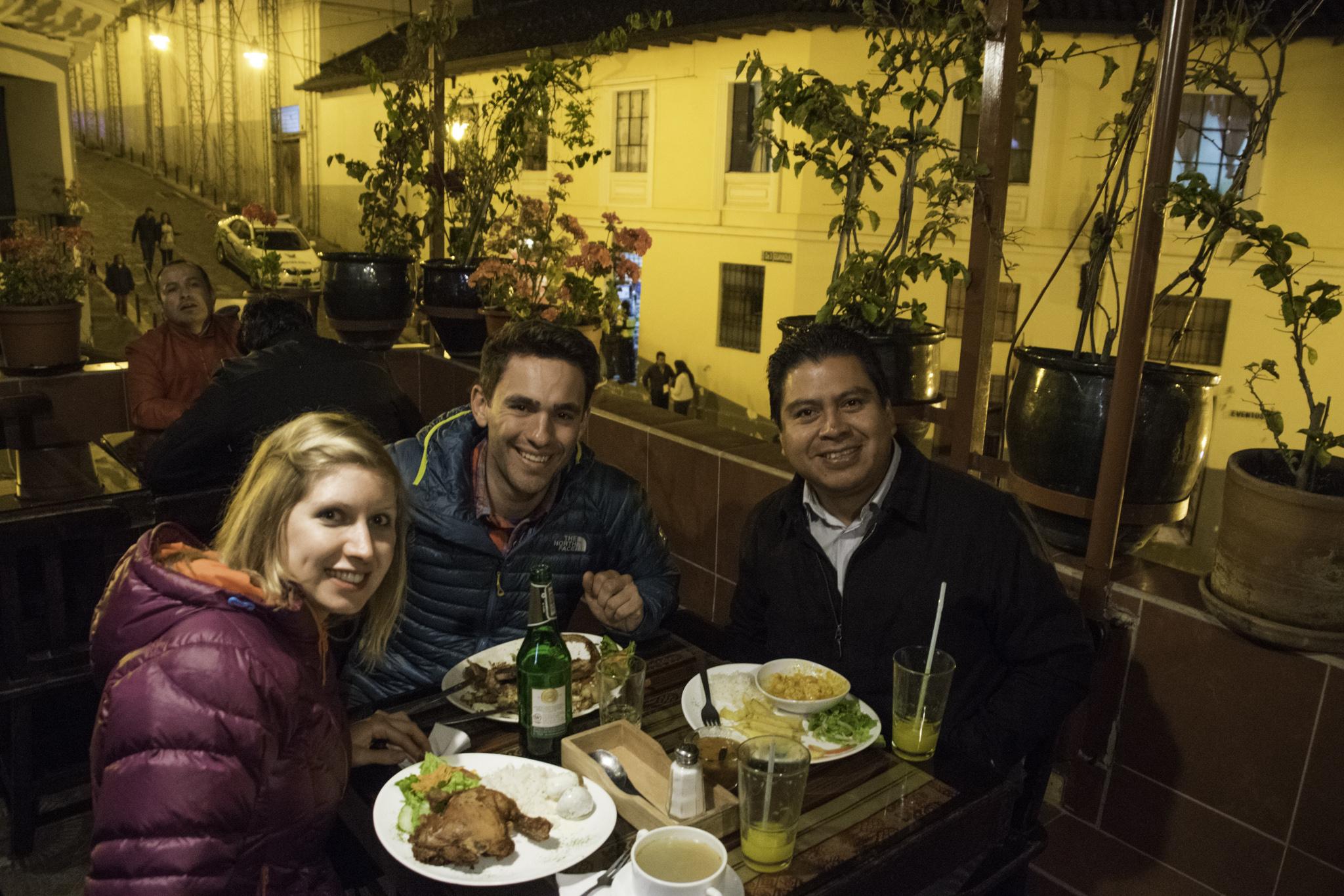 Feines Nachtessen mit unserem Gastvater Jorge