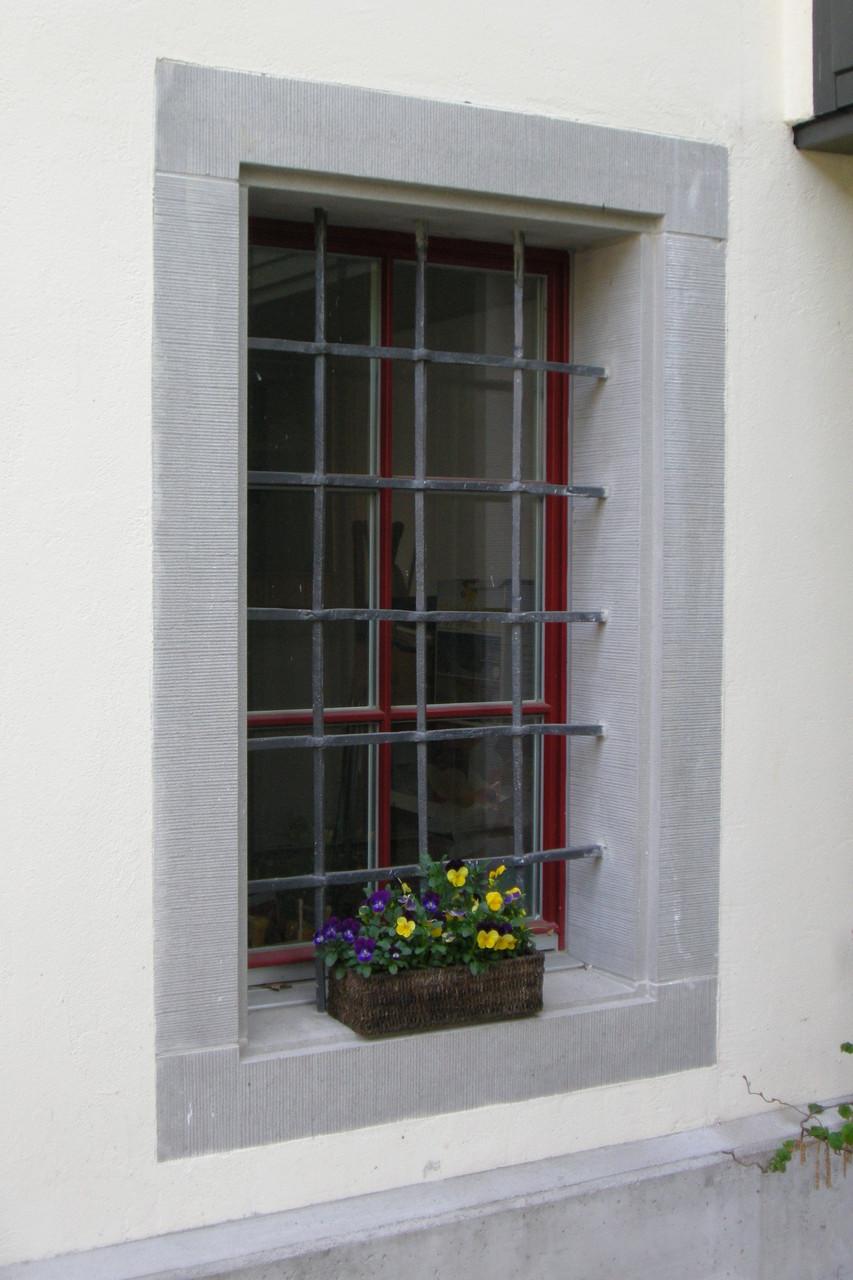 Neue Fenstereinfassung aus Bolliger Sandstein, Hof Breitlen Hombrechtikon