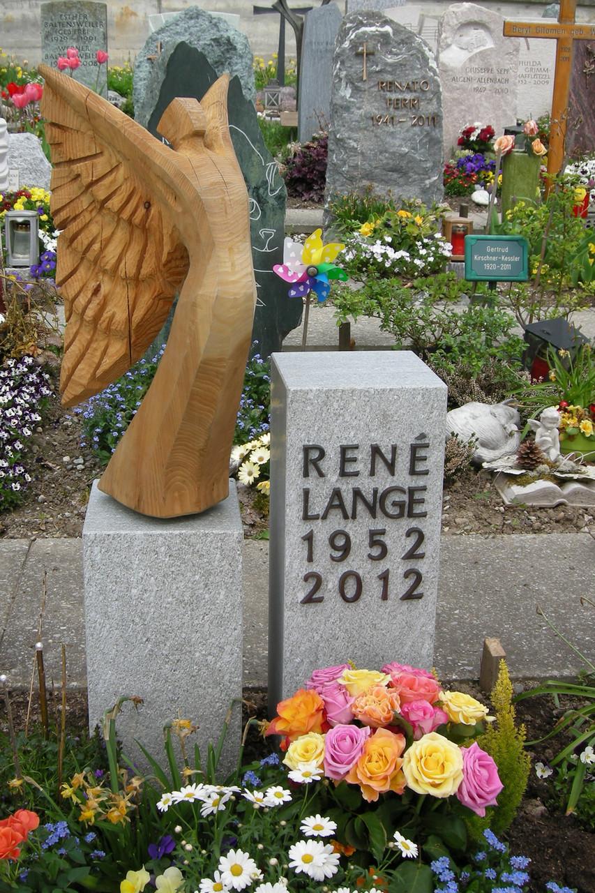 Grabmal in Hombrechtikon Rheinquarzit - Engel von Andreas Hofer