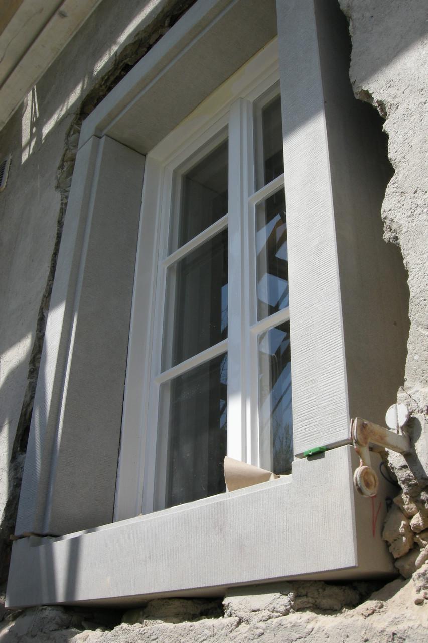 Neue Fenstereinfassung aus Bolliger Sandstein, Haus Brunegg Hombrechtikon
