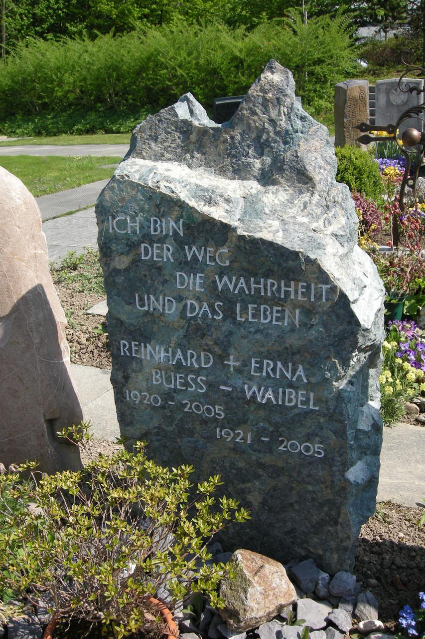 Felsengrabmal in Hombrechtikon aus Gotthard Serpentin