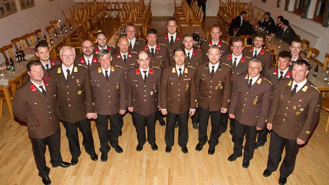die Beförderten Kameraden mit dem Bezirkskommando und AK Ing. Walter Stockner