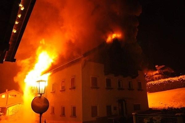 Brand in der Silvesternacht in Grinzens / Bild: OBR Reinhard Kircher
