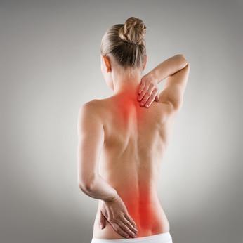 Bei Rückenschmerzen kann unser Sitzkissen Bürostuhl FLOWMO Pad helfen