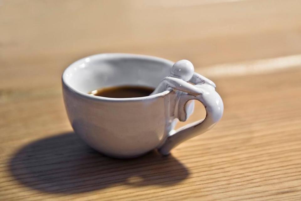 Tazzina in ceramica. Le terre di Rò