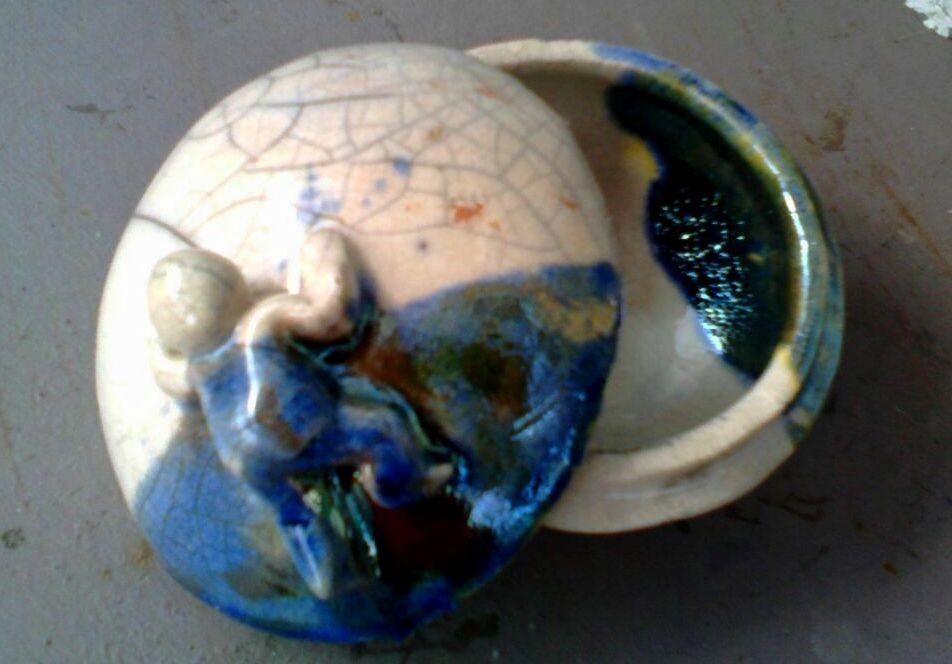 Scugnizzo su porta gioie in ceramica. Le Terre di Rò