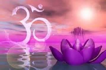 Meditazione yoga, mantra,posizione a  fior di loto