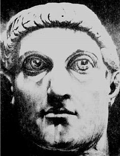 Голова колосса Константина I Великого. Рим