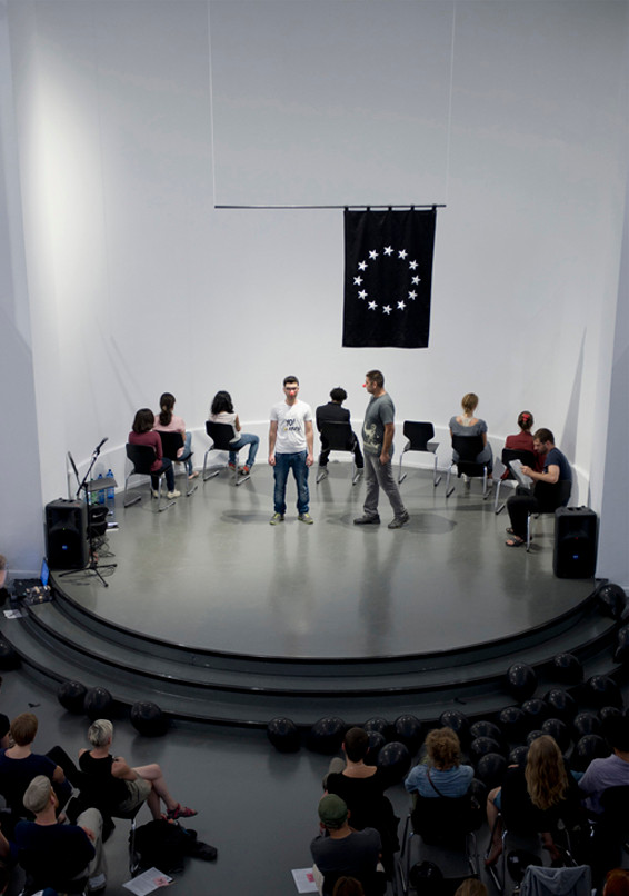 Performance des Impulse–Refugee Clubs Berlin im Studio 1 des Kunstquartier Bethanien, Berlin (24.07.2014)