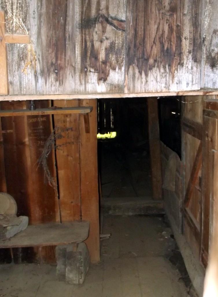 intérieur d'ancien chalet