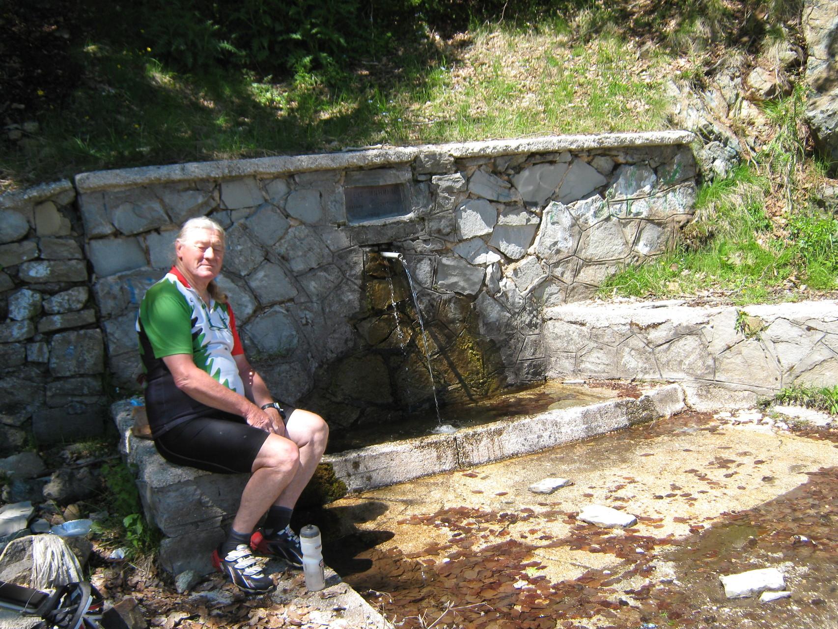 dernière fontaine avnat le col