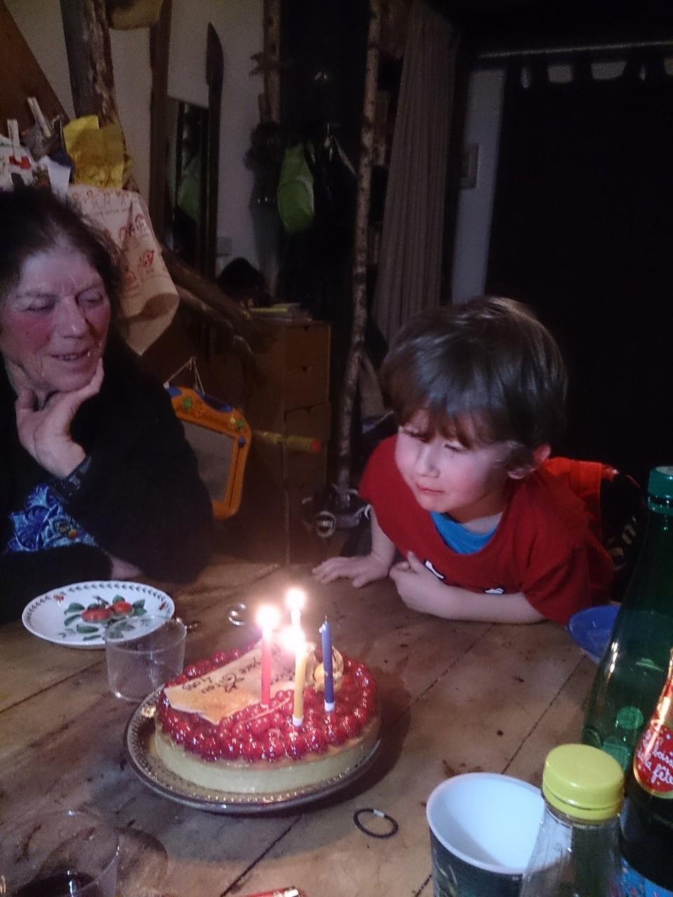ça y est - 4 ans et on souffle les bougies ...