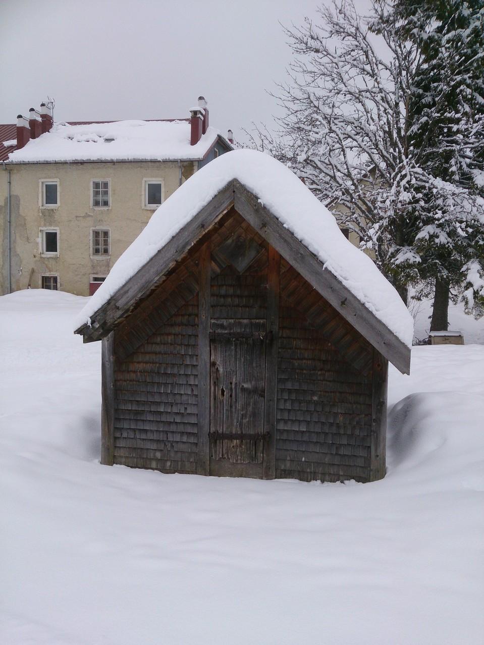 """on quitte le village : le """"grenier fort"""" ..."""