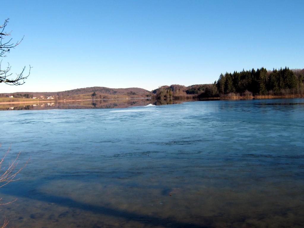 LE FRASNOIS lac d'Ilay - gel partiel