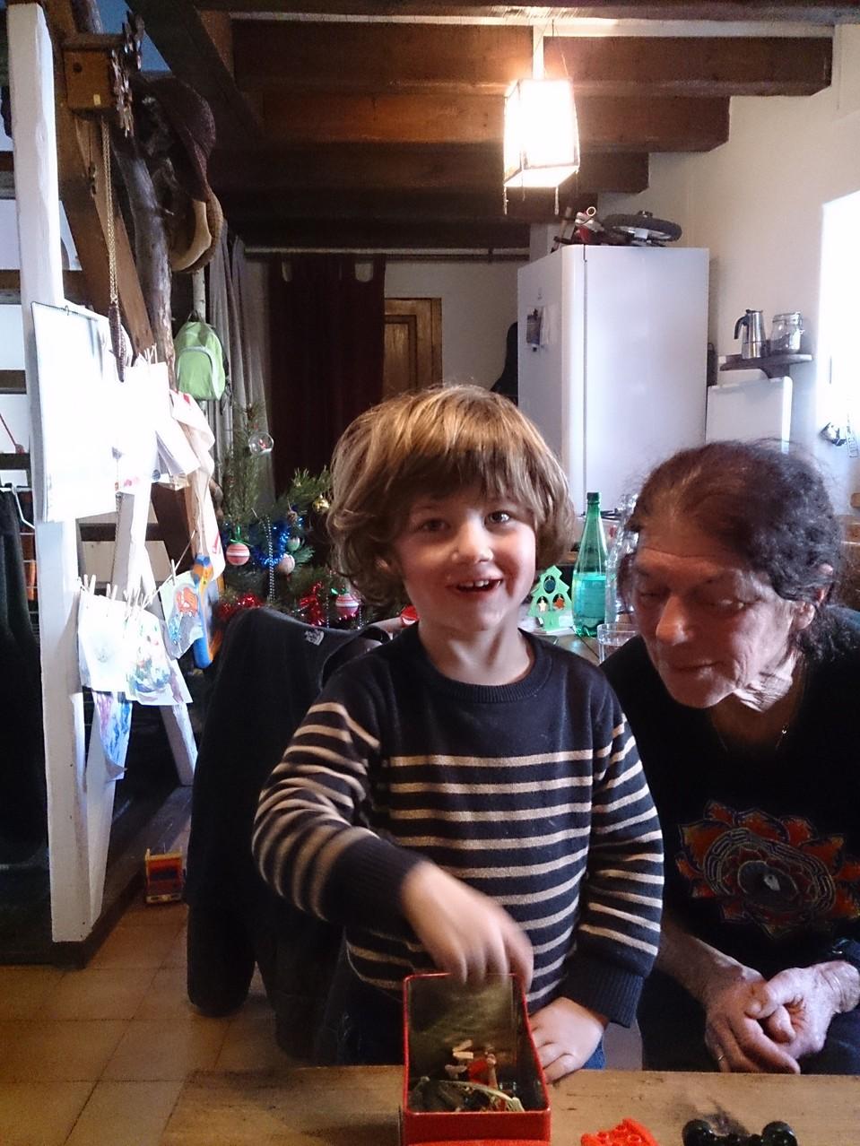 Séjour en Capcir : on joue avec le petit fils ....