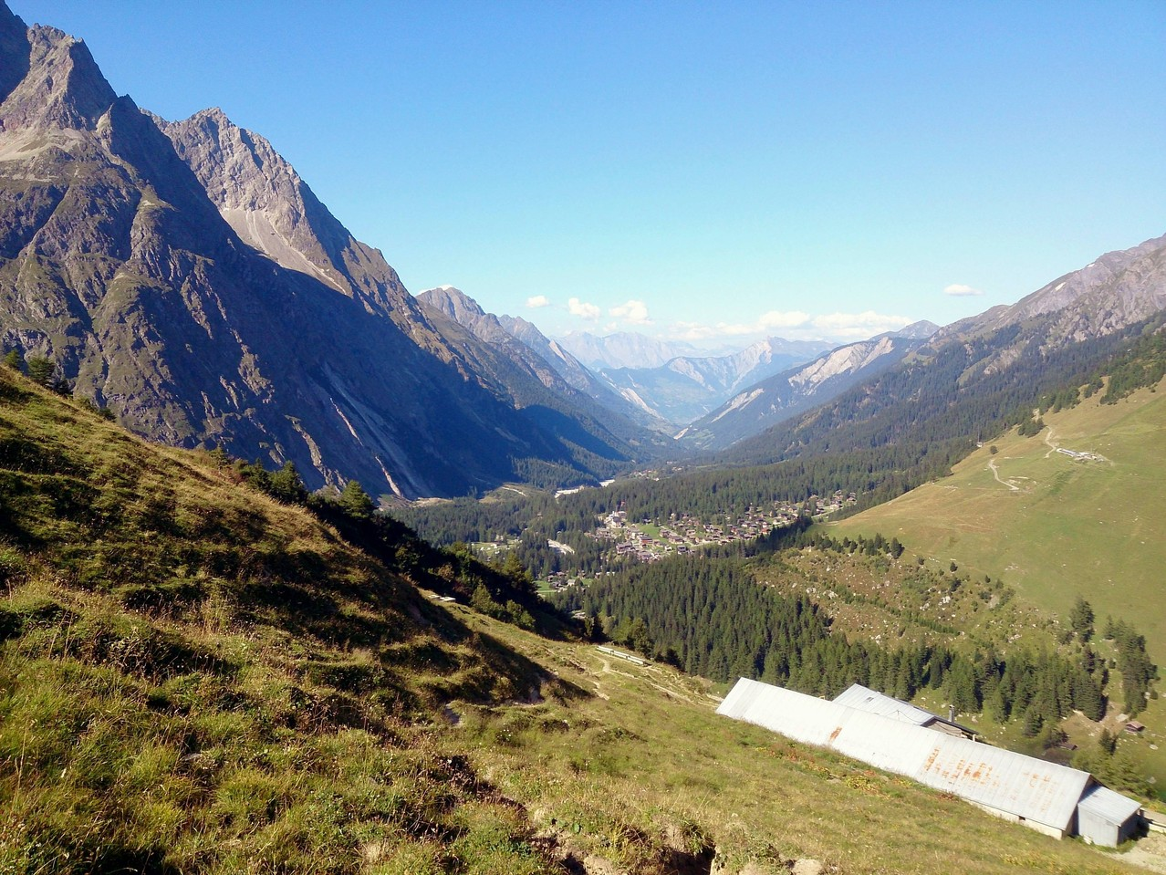 la vallée depuis le chalet de Leschère