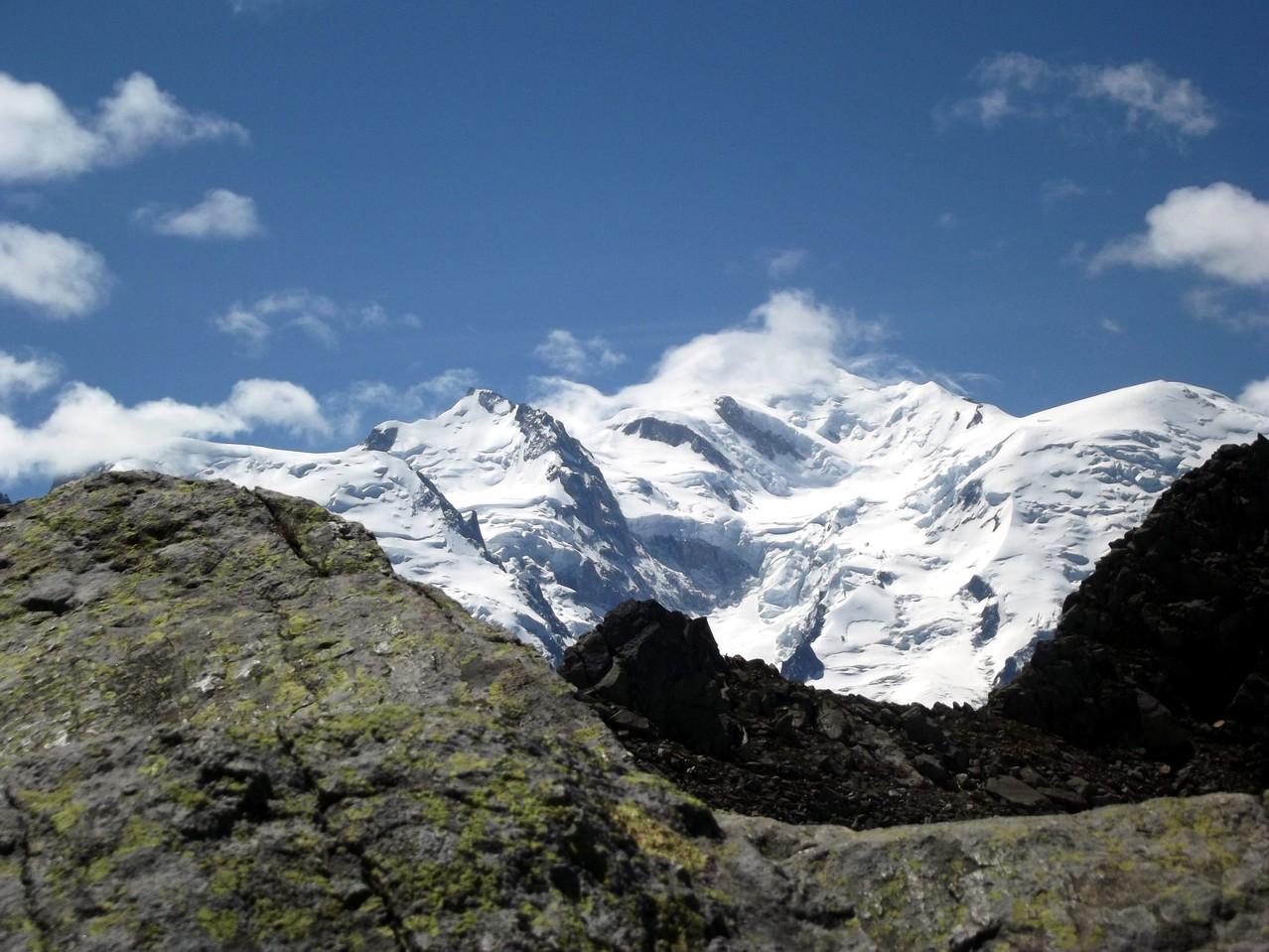 Le Mont Blanc, chapeauté ...