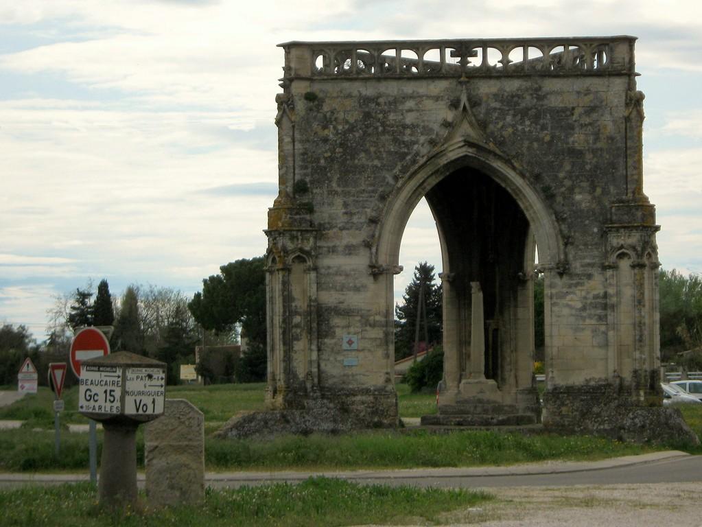 """l'oratoire de la """"croix couverte"""" (BEAUCAIRE)"""