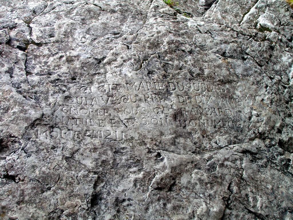 incription dans la grotte de la Marie du Jura