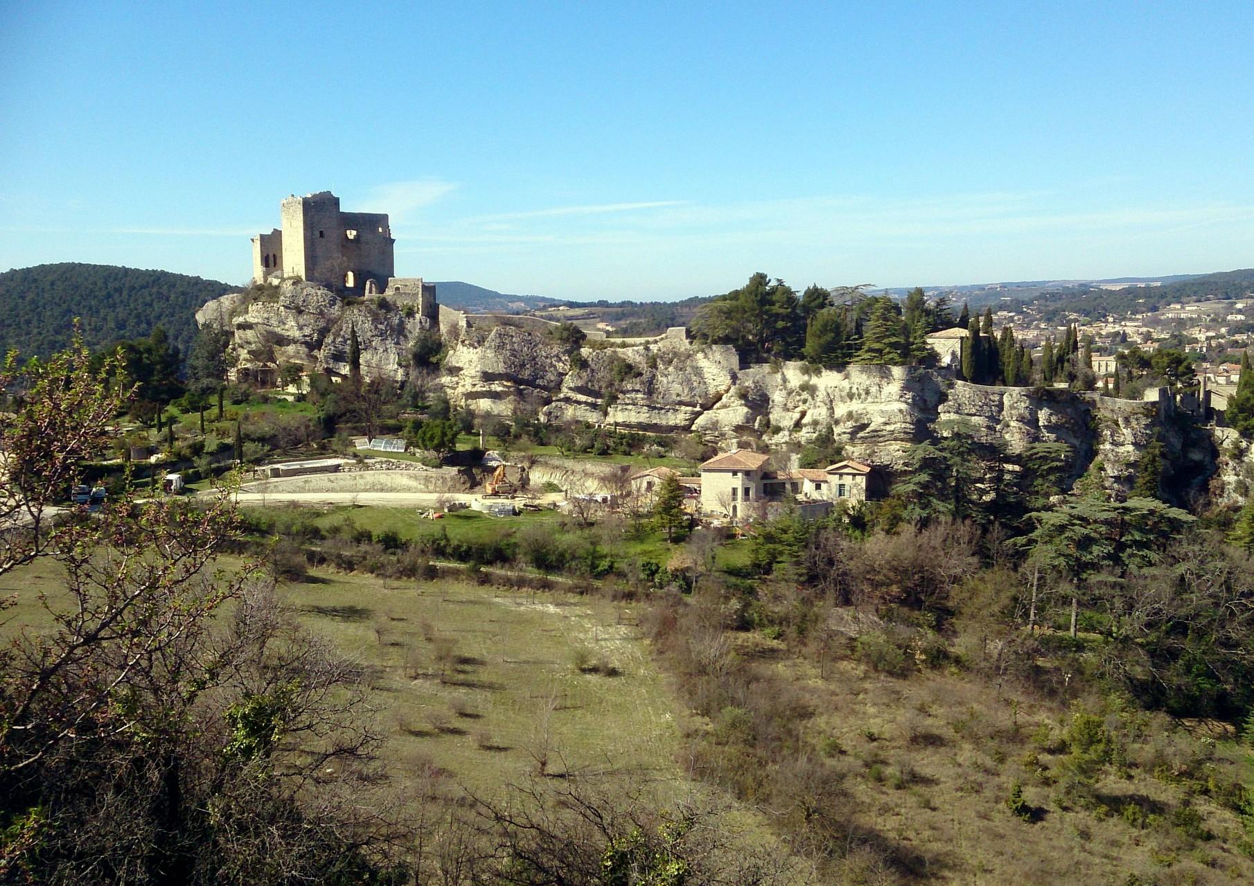 l'arrivée sur Vaison la Romaine - le Château