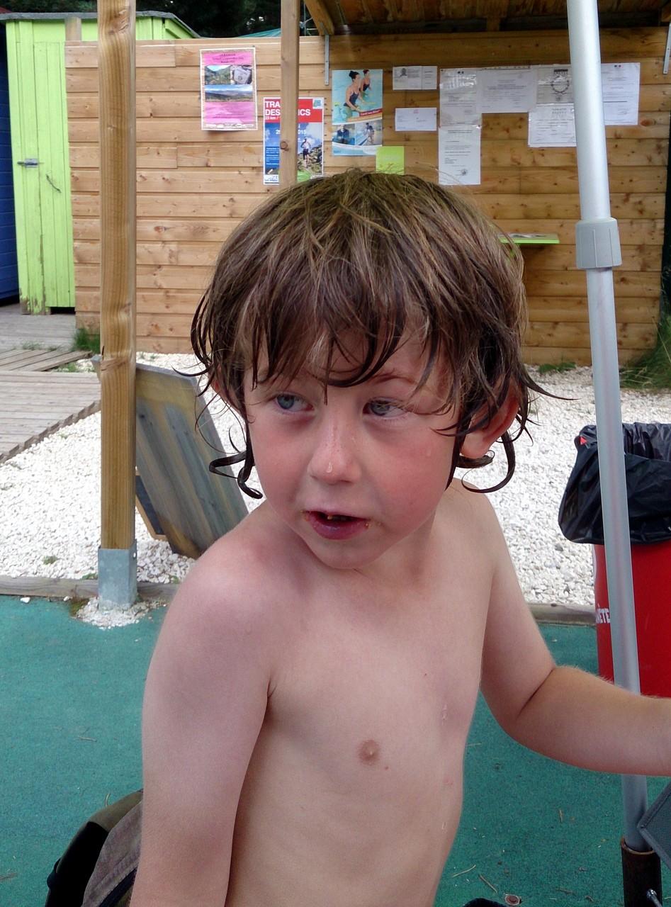 A la piscine (j'apprends à nager ..)