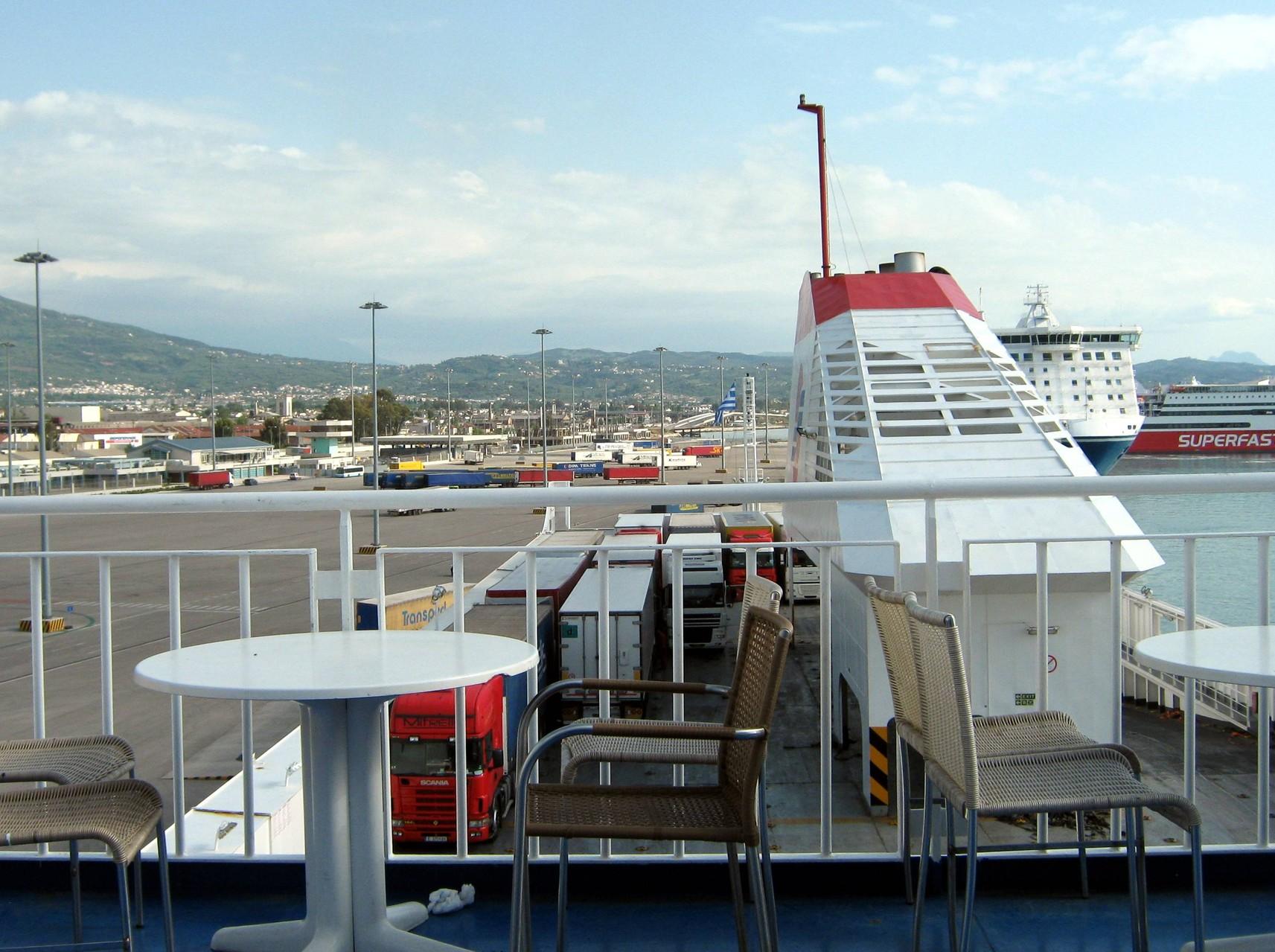 et à nouveau en ferry vers l'Italie