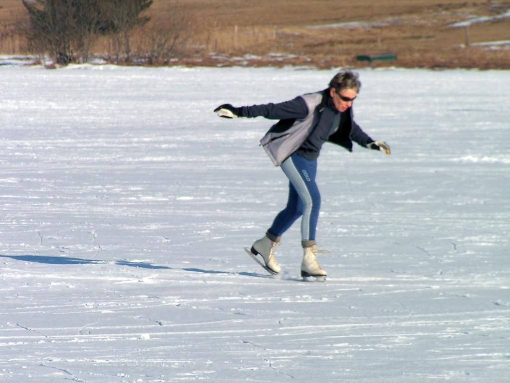 on patine sur le lac des Mortes (Bellefontaine - Chapelle des Bois)