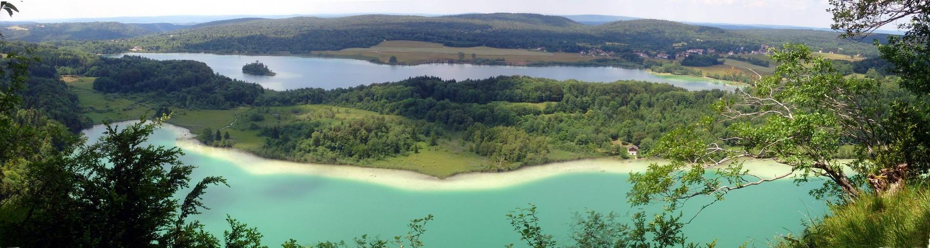 après une petite balade au dessus de nos lacs jurassiens ...