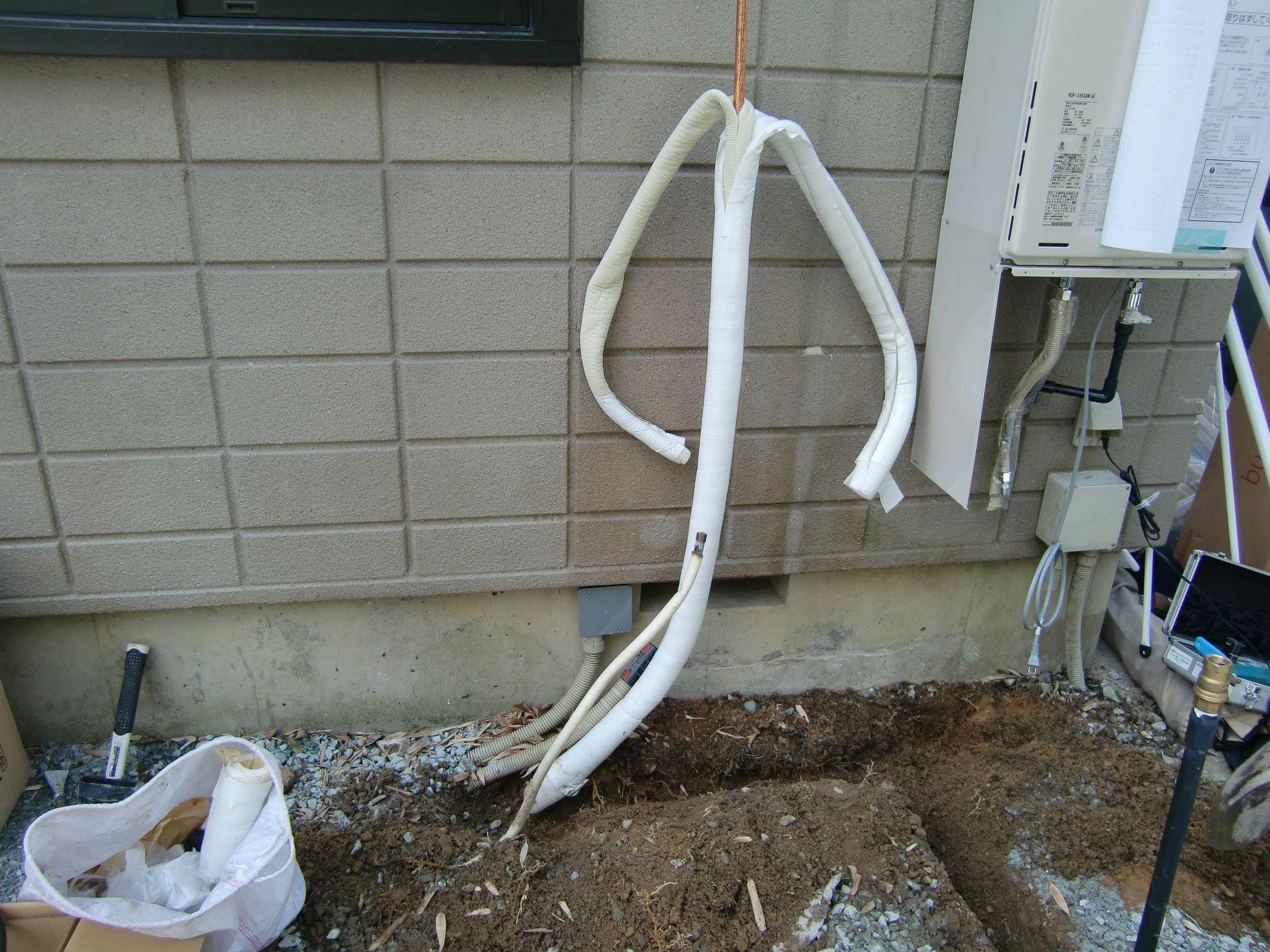 配管接続工事中