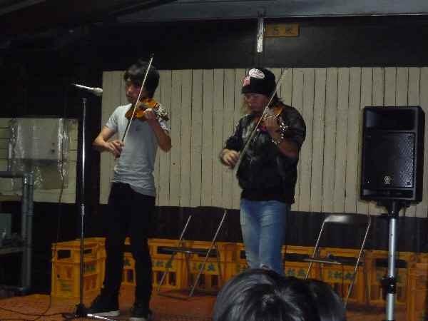 最初からプロジェクトメンバーでもあるバイオリニストの竜馬さんとあずささんには、すばらしい演奏をしていただきました。