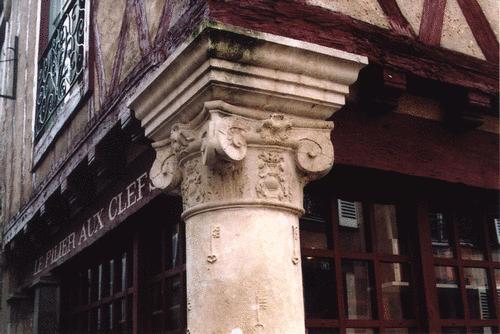 Le pilier rouge (Cité Plantagenet)
