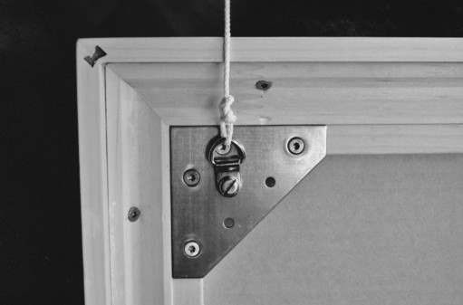 Bildaufhänger; Holzrahmen mit Einlegrahmen verstärkt. einrahmungen-guatelli.ch