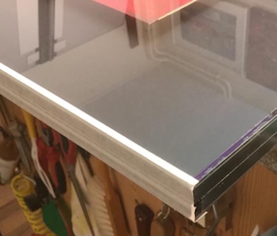 Glas; Distanzleiste und Karton einseitig abgeklebt