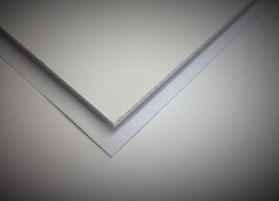 Unterlegt mit PP-Karton 2,5mm