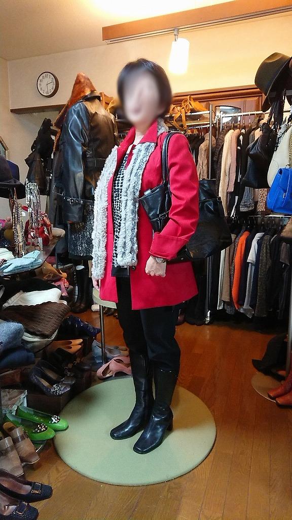 ポイントを外さないでね・・・お持ち帰り、赤のジャケット。