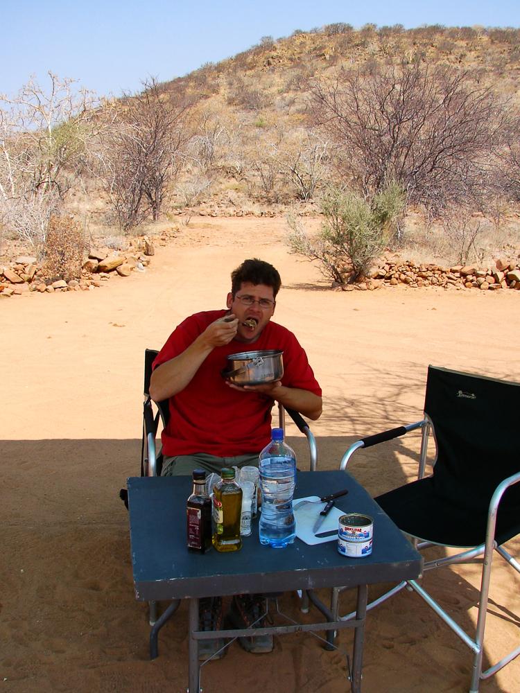 Mittagessen im Schatten bei über 30 Grad und 20% Luftfeuchtigkeit.