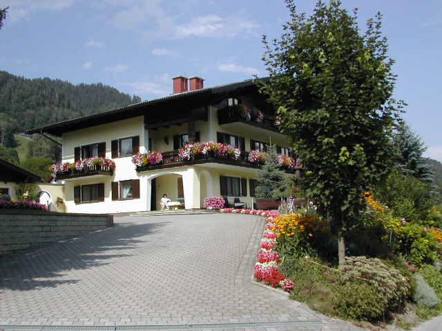 Haus mit Auffahrt