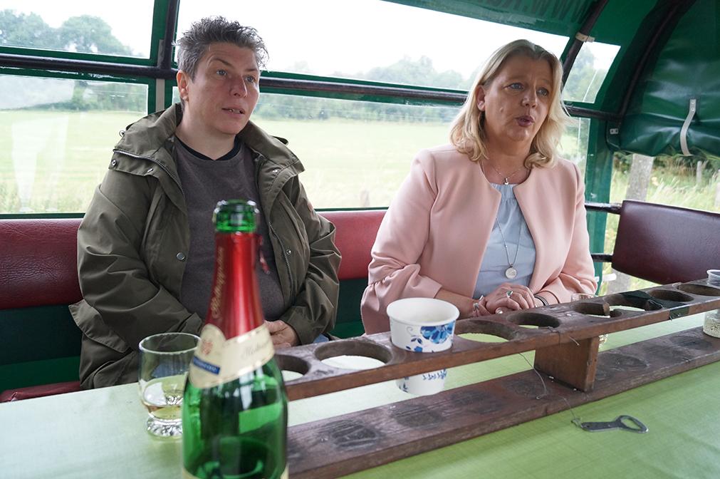 12 - Steffi und Annette im Gespräch mit Susanne
