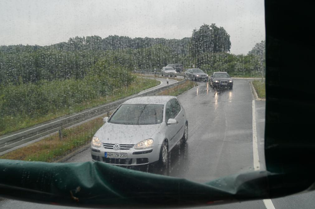 29 - Sogar die Autofahrer hinter uns sind äußerst geduldig - ob die auch einen Pflaumenlikör hatten?