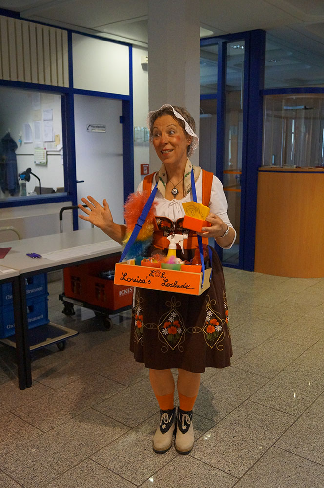"""02 Clownin Elaisa Schulz: """"Jedes Los gewinnt"""""""